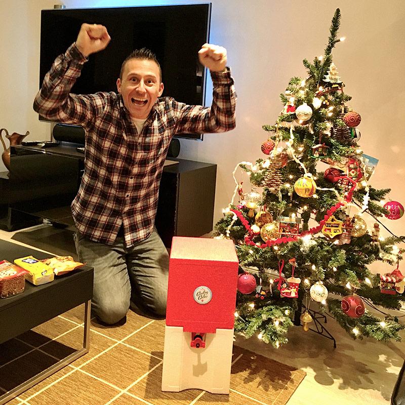 Kaltes Bier zu Weihnachten als Geschenk unterm Weihnachtsbaum